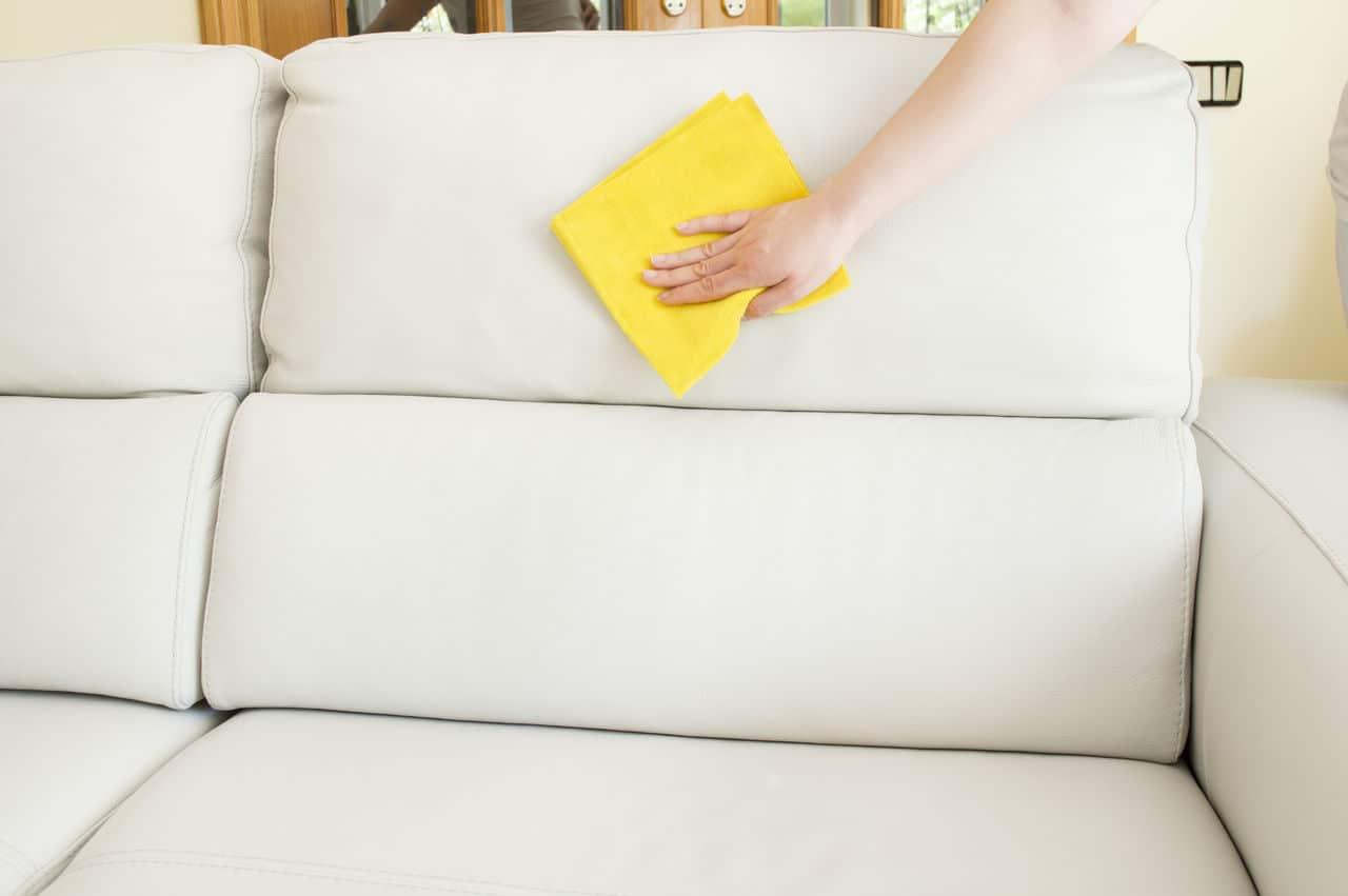 Вывести пятно на белом диване фото